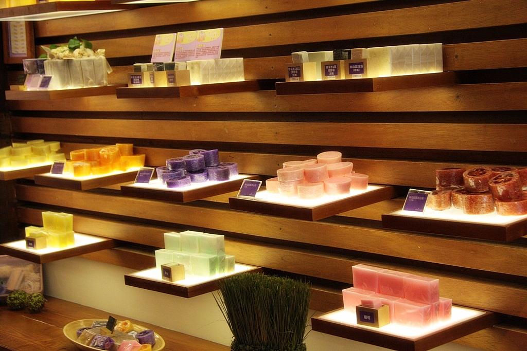 Shop display design for lavender cottage hospitality for Swedish design shop